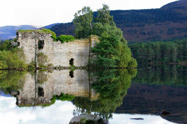 File:Loch-An-Eilean-c.jpg