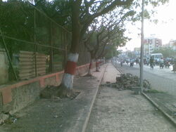 Sinh rd ct - footpath too narrow