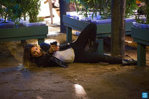 File:1x04-Paige2.jpg