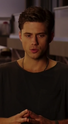 File:AaronTveit.png