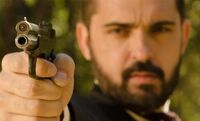 Diego dispara a Pascual
