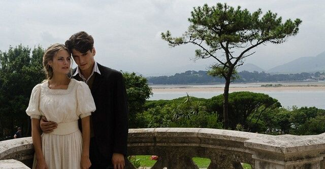 File:Primer-beso-de-Alicia-y-Julio-en-Gran-Hotel.jpg
