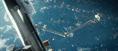 Gravity-movie-2013-trailer-screenshot-4 (1)