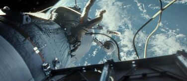 Gravity-movie-2013-trailer-screenshot-escape-pod