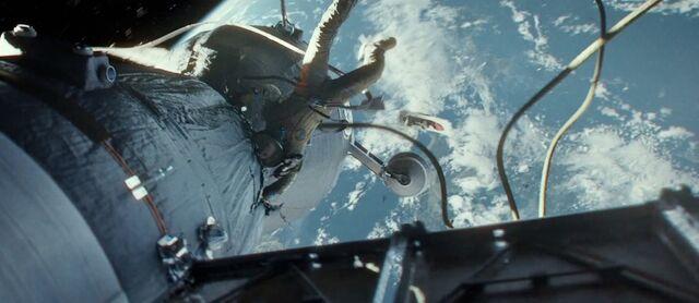 File:Gravity-movie-2013-trailer-screenshot-escape-pod.jpg