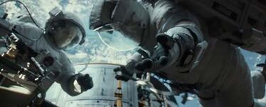 Sandra-Bullock-and-George-Clooney-in-Gravity