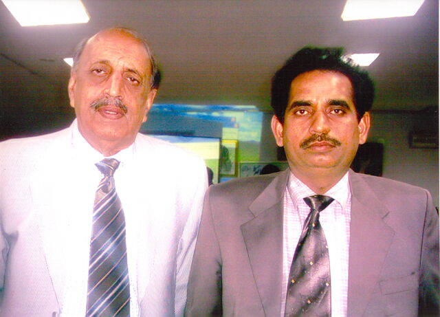 File:With Dr.Anwar Naseem Chairman Bio-Technology Commission Of Pakistan.jpg
