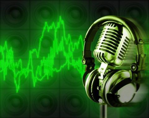 File:Microphone-with-headphones.jpg