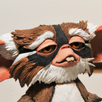 File:Gremlins-lenny-mogwai-figure-neca-toy-fair-2011 144x144.jpg