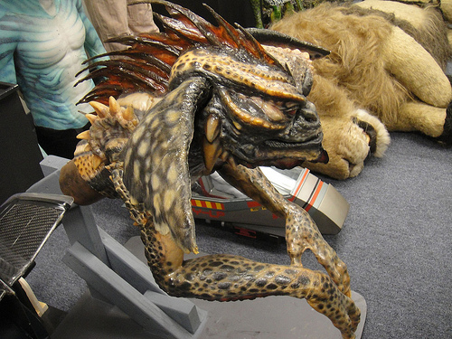 File:The Prop Store of London - LA - animatronic Mohawk from Gremlins 2.jpg