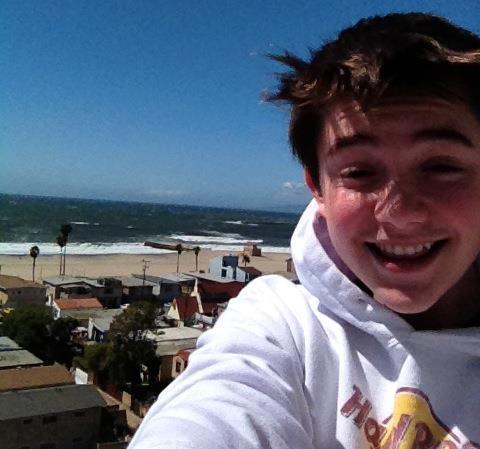 File:GREYSON AT THE BEACH.jpg