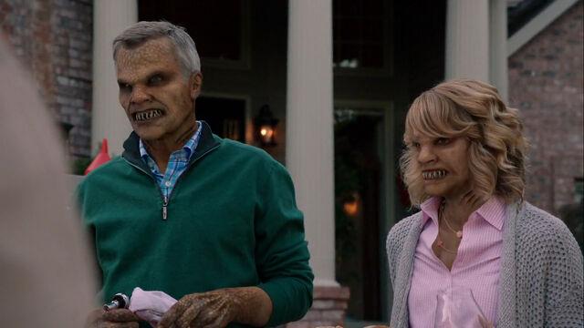 File:507-Billie's parents woged.jpg