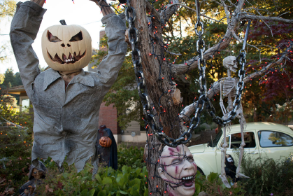 File:209 -Monroe's house in halloween 02.png