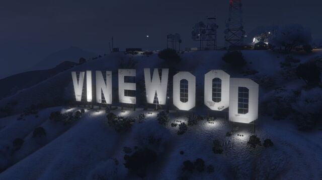 File:VinewoodSign-GTAO-Snow-Night.jpg