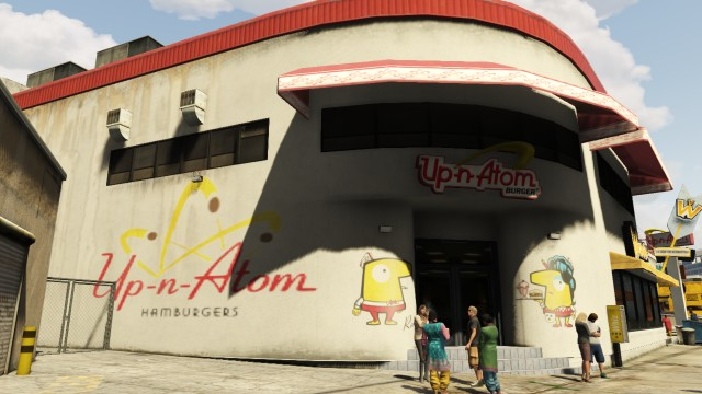 File:Up-n-atom-del-perro-plaza.jpg