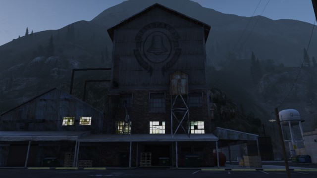 File:Crowbar-GTAV-CluckinBellFarms.jpg
