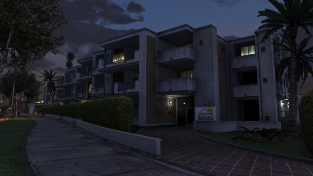 File:TheRoyale-GTAV-OutsideNight.jpg