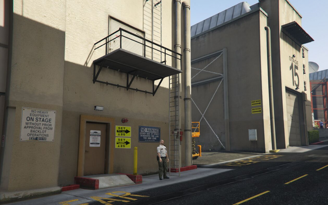 File:Backlot City GTAVpc Soundstages.png