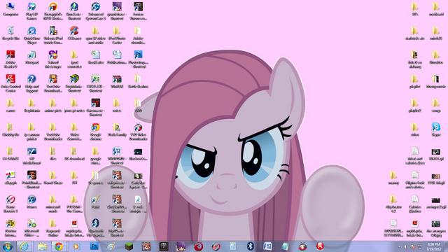 File:My dirty desktop.png