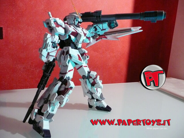 File:Papertoys paper model gundam unicorn rx0 gun bazooka shield completed 07G.jpg