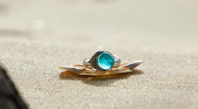 File:Moon Ring on the Sand.jpg