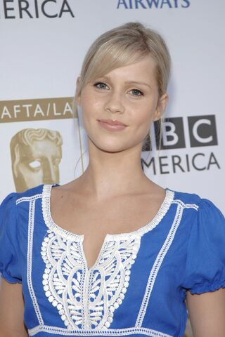 File:Claire-Holt-h2o-just-add-water-2435888-1707-2560.jpg