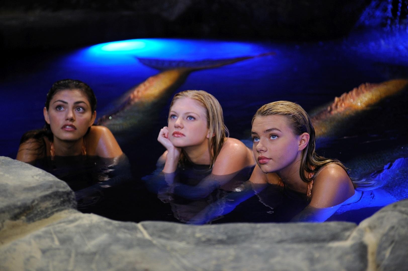 File:Mermaids In Moon Pool.png