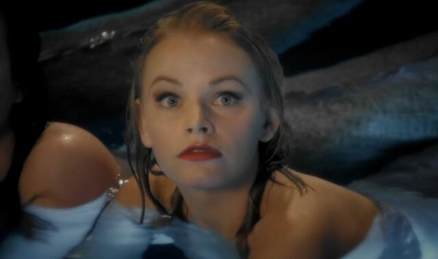 File:Julia in Moon Pool.jpg
