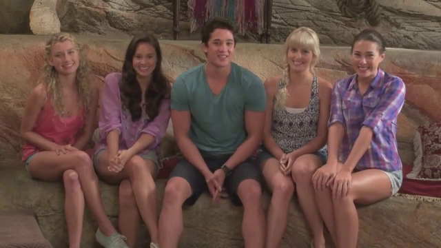File:Zac and the girls.png