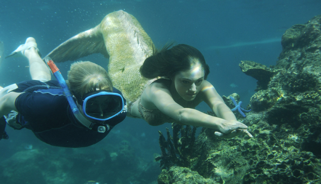 File:Cleo Swimming With Lewis.png