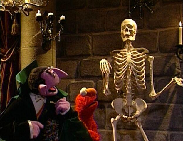 File:Elmo Says BOO!.jpg