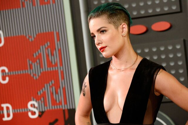 File:Halsey-2015-mtv-video-music-awards-at-microsoft-theater-in-los-angeles 24.jpg