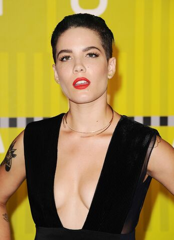 File:Halsey-2015-mtv-video-music-awards-at-microsoft-theater-in-los-angeles 21.jpg