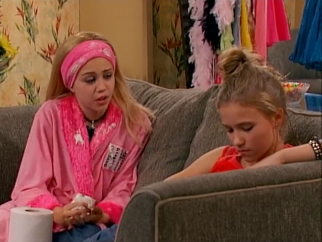 File:Miley and Lilly- 1x01.png
