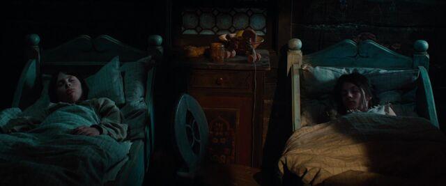File:Hansel & Gretel sleeps.jpg