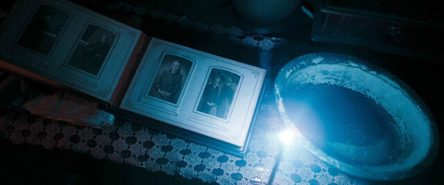 File:DH1 photos of the Dumbledore Family.jpg