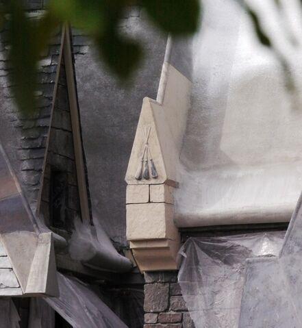 File:Sign of the Three Broomsticks Inn (WWoHPTP).jpg