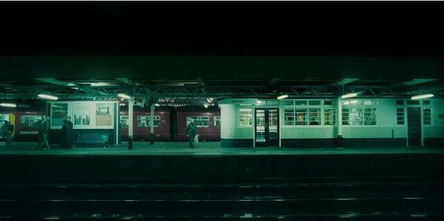 File:Surbiton Station.jpg