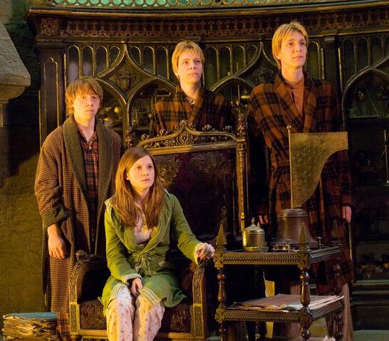 File:Weasleys.jpg