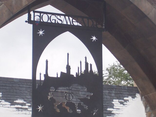 File:Hogsmeade sign (Wizarding World of Harry Potter Theme Park) 02.JPG