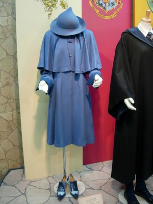 File:Beauxbatons-school-uniform-costume-profile.jpg