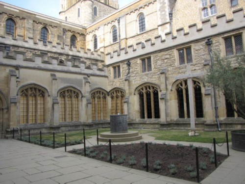 File:Howarts-courtyard-modified.jpg