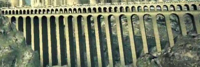 File:Viaduct (II)-DH.jpg