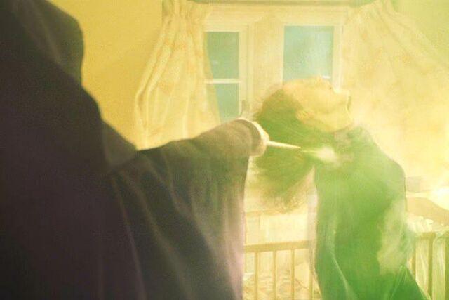Bestand:VoldemortmurdersLily.JPG
