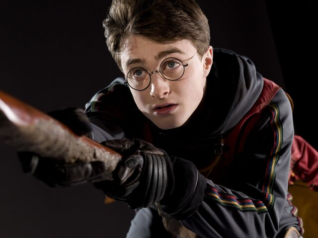 File:Harry Potter - Quidditch (HBP promo) 2.jpg