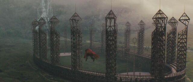 Datei:Quidditch pitch 1.jpg
