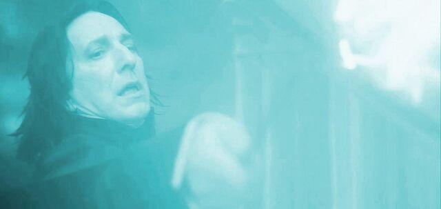 File:Severus Snape casting Avada Kedavra on Albus Dumbledore.jpg