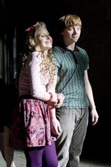 Lavender Brown and Ron Weasley 02.jpg