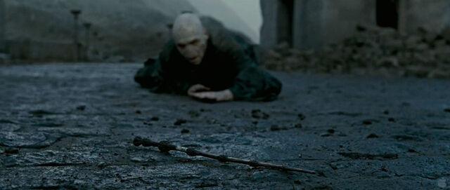 File:Voldemort crawling towards Elder Wand.jpg