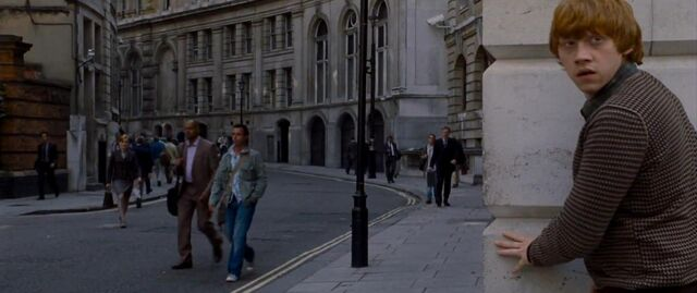 File:Ron Weasley in the Muggle street of London.JPG